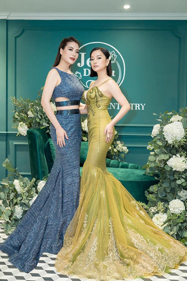 Trương Ngọc Ánh và Thùy Victory là chị em kết nghĩa. Nhà thiết kế cho biết, mỗi lần Trương Ngọc Ánh ra Hà Nội, cô đều đồng hành với người chị trong mọi hoạt động.