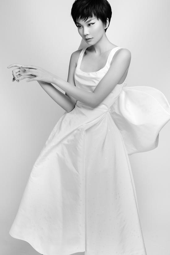 Ngoài hợp tác cùng Thanh Hằng, bộ sưu tập lần này Công Trí tiếp tục bắt tay với stylist đình đám Hollywood - Kate Young.