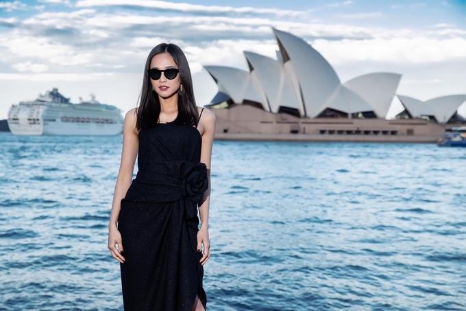 Dương Mỹ Linh xuất hiện tại show thời trang của NTK Đỗ Mạnh Cường tại Sydney, Australia.