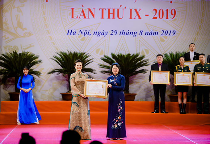 Diễn viên Kiều Anh nhận danh hiệu NSƯT hôm 29/8.