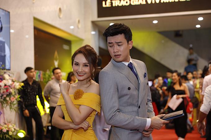 Bảo Thanh và Quốc Trường tạo dáng hài hước khi gặp lại. Bảo Thanh được đề cử Nữ diễn viên ấn tượng còn Quốc Trường được đề cử Nam diễn viên ấn tượng.