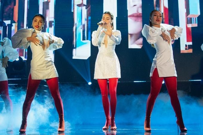 V mới của nữ ca sĩ vừa ra mắt hôm 15/8 đã nhanh chóng đạt thành tích top 1 trending trên YouTube và hiện thu về hơn 10 triệu lượt xem.
