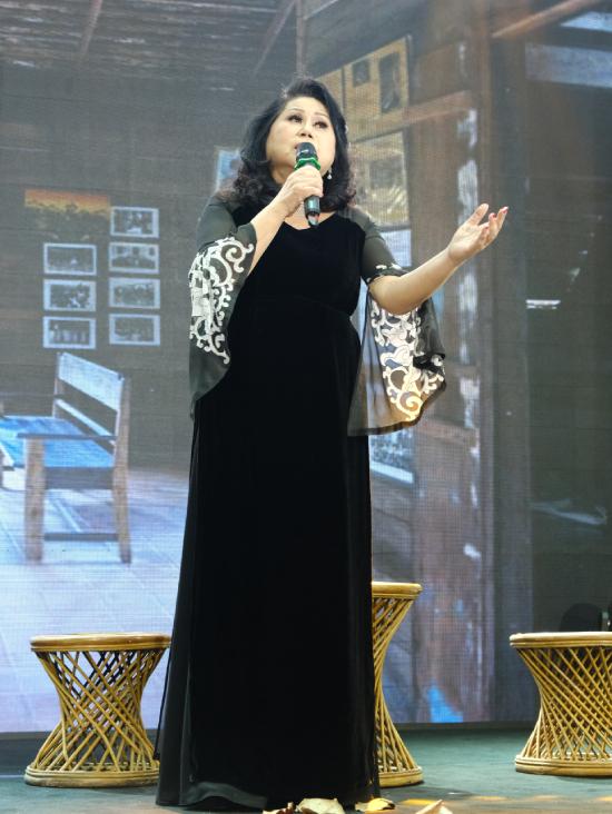 Ca sĩ Yali tiếp sức cho đêm Gala với những ca khúc