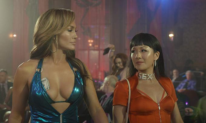 J. Lo (trái) có nhiều cảnh diễn chung với Constance Wu - sao phim Con nhà siêu giàu châu Á.