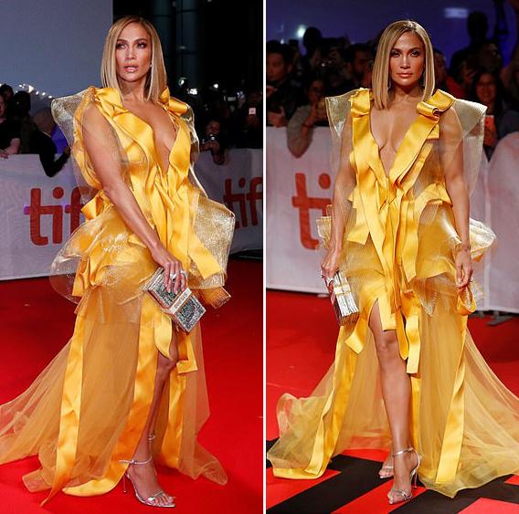 Jennifer Lopez mặc đầm voan tại lễ ra mắt phim Hustlers trong khuôn khổ liên hoan phim. Ảnh: Reuters.