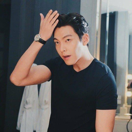 Kim Woo Bin khoe ảnh mới trên mạng xã hội.