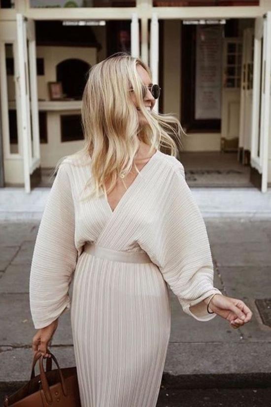Ngoài áo len, váy len cũng là một trong những món đồ vừa có khả năng giữ ấm vừa tôn nét gợi cảm cho phái đẹp.