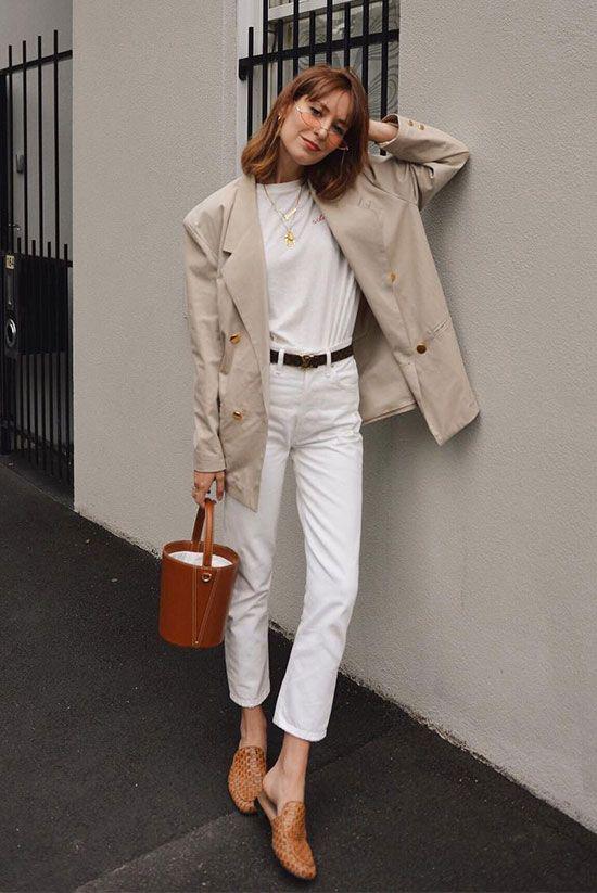 Set đồ mùa thu cho nàng yêu phong cách tối giảnvới sự kết hợpgiữa áo thun, jeans, áo khoác màu trung tính.