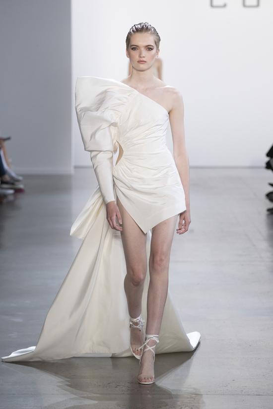 Tên tuổi thứ hai được công bố là Ruth Bell, người được giới truyền thông ưu ái gọi là nàng thơ Dior.