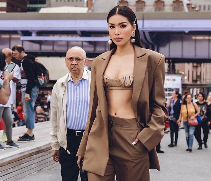 New York Fashion Week thực sự quá chuyên nghiệp. Ở đây, mọi thứ đều vì phụ nữ và truyền cảm hứng cho tôi rất nhiều về sức hấp dẫn tiềm ẩn của phái đẹp, chân dài 28 tuổi chia sẻ.
