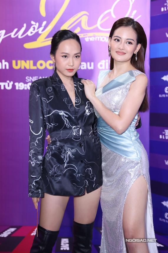 Diễn viên trẻ Tuyết Anh tới xem phim của cô bạn thân Thùy Anh.
