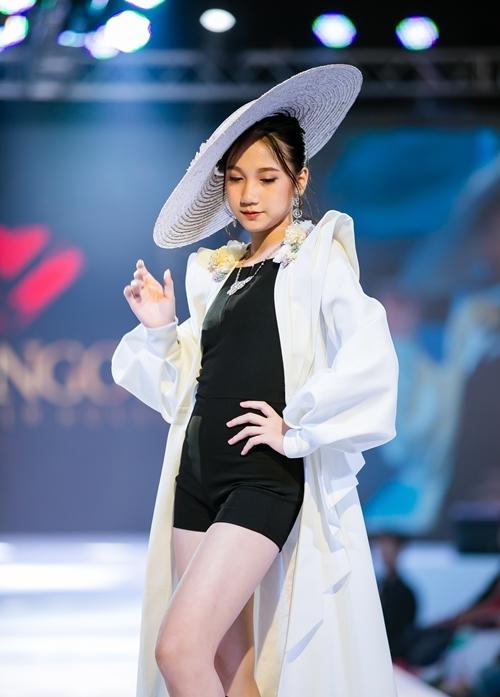 Những gương mặt triển vọng của làng mẫu nhí miền Bắc như Cao Hữu Nhật, Đặng Minh Anh, Nguyễn Hoàng Bảo Anh... được NTK Đắc Ngọc lựa chọn tham gia tuần lễ thời trang trẻ em diễn ra tại Bangkok vừa qua.