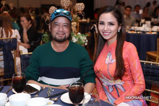 Giảng viên trường Sân khấu Điện ảnh Nam Anh (trái) là thầy giáo của Gia Bảo. Anh ngồi cùng bàn với Hoa hậu Diễm Hương.