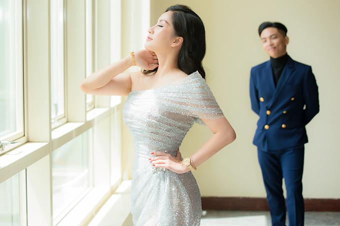 Sau nhiều năm chung sống và đã có 2 con nhưng vợ chồng Khánh Thi - Phan Hiển vẫn giữ được sự ngọt ngào như thuở mới yêu. Họ xuất hiện như hình với bóng tại các sự kiện.