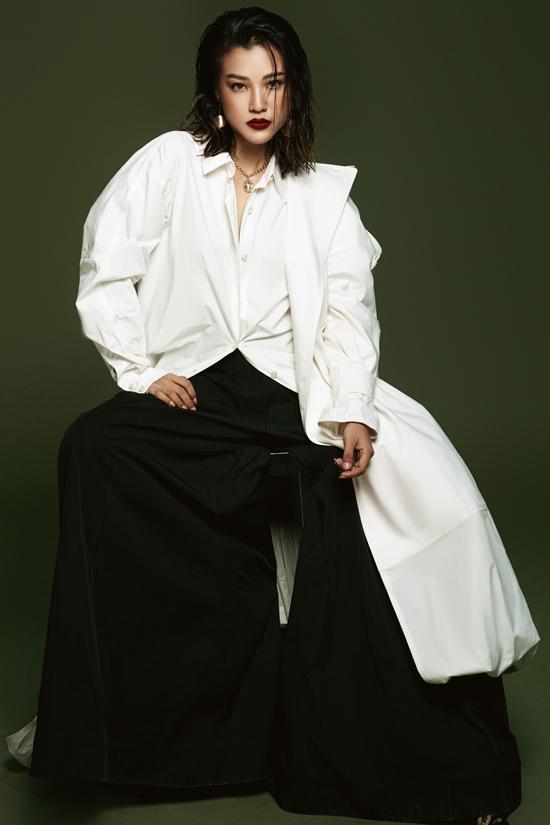 Loạt áo sơ mi và trang phục phom dáng rộng đến từ các thương hiệu trong nước được Hoàng Oanh chọn lựa để mix đồ.