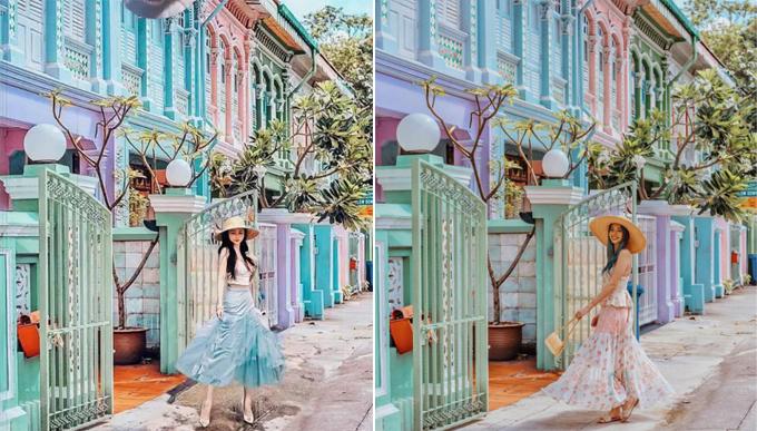Ảnh bên phải được blogger người Australia đăng vào tháng 3 tại khu phố Tiểu Ấn (Singapore). Ảnh bên trái do Mina Phạm đăng sau đó, giống hoàn toàn từ góc chụp, cách chỉnh màu, thậm chí cả cách xoay váy tạo dáng. Khu phố Tiểu Ấn thường xuyên được lựa chọn để chụp ảnh sống ảo và làm bối cảnh chụp thời trang vì những dãy nhà sơm màu pastel ăn hình.