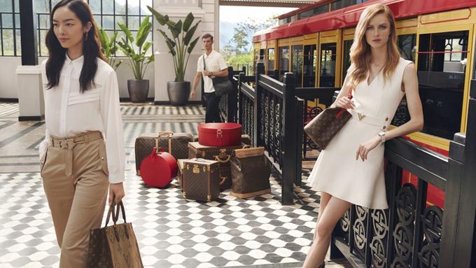 Hình ảnh Việt Nam tươi đẹp với những danh thắng nối tiếng nhưvịnh Hạ Long, Ninh Bình, phố cổ Hội An, Sa Pa lần lượt xuất hiện trong video quảng cáo của thương hiệu túi xách nổi tiếng thế giới.