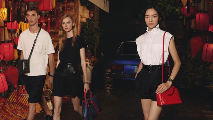 Kit Butler, Rianne van Rompaey and Fei Fei Sun(từ trái sang phải) xuất hiện trong videoSpirit of Travel 2019 của thương hiệu Lousi Vuitton. Khán giả Việt vô cùng bất ngờ vì toàn bộ video đều được quay tại những danh thắng nổi tiếng của Việt Nam.