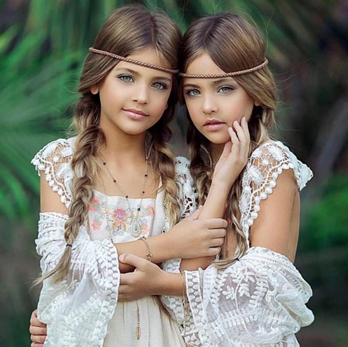Ngay từ khi còn là những em bé sơ sinh, hai con gái của Jaqi Clements - Ava vàLeah đã được nhiều người dự đoán sẽ trở thành người mẫu trong tương lai. Và thực sự điều này đã đến sớm hơn so với dự tính. Ở tuổi lên 9, hai cô bé được mệnh danh là cặp song sinh xinh đẹp nhất thế giới và nhận được hàng trăm lời mời hợp tác từ các công ty người mẫu, thương hiệu lớn.
