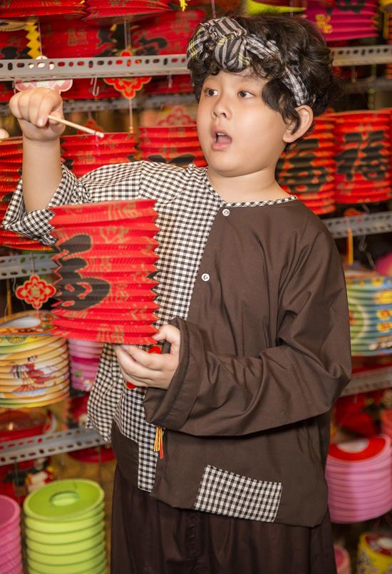 Dù bố mẹ ly hôn, Sushi vẫn được quan tâm, chăm sóc đầy đủ. Tim và Trương Quỳnh Anh luôn bàn bạc để thống nhất cách nuôi dạy con, cho bé một tuổi thơ hạnh phúc, đủ đầy tình yêu thương của chamẹ.