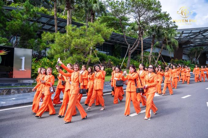 Công ty mỹ phẩm Huyền Phi tổ chức đào tạo nhân viên - 1