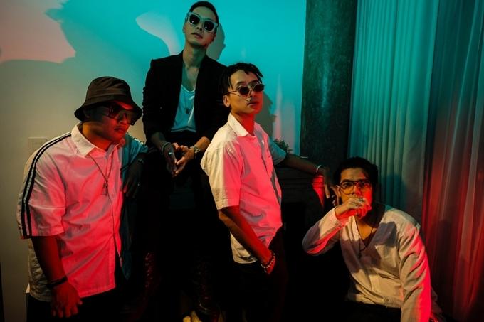 Nhóm nhạc Da LAB được thành lập năm 2007 với 3 thành viên MPaKK, Rabbit Run, và JGKiD. Năm 2018, Emcee L chính thức tham gia vào Da LAB, nhóm bắt đầu hoạt động với đội hình 4 thành viên.
