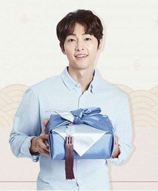 Song Joong Ki trong những hình ảnh quảng cáo mới.