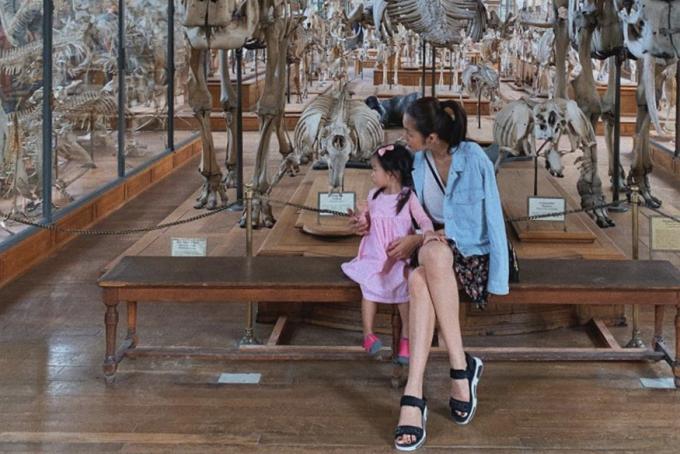 Diễn viên phim Dốc tình thường đưa các con đi du lịch để bé khám phá thế giới và học hỏi thêm nhiều điều bổ ích.