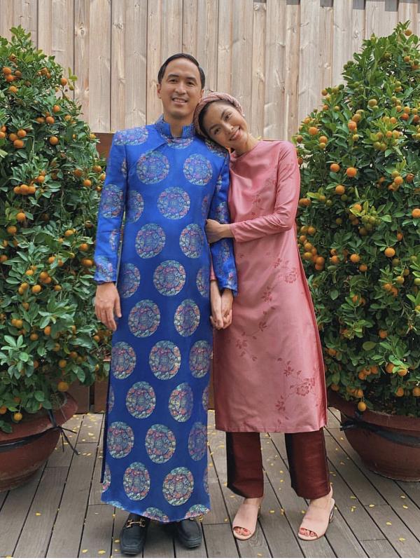 Đôi vợ chồng nổi tiếng cùng diện áo dài trong dịp Tết 2019.