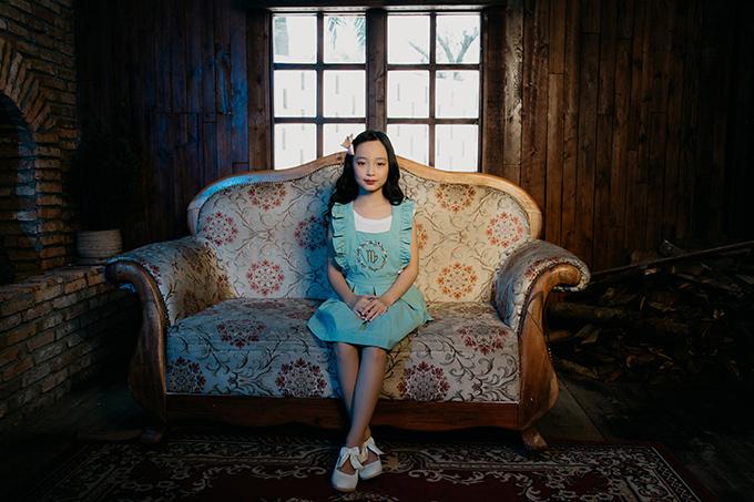 Bộ ảnh được thực hiện với sự hỗ trợ của nhiếp ảnh Mai Anh, trang điểm Yến Huỳnh.