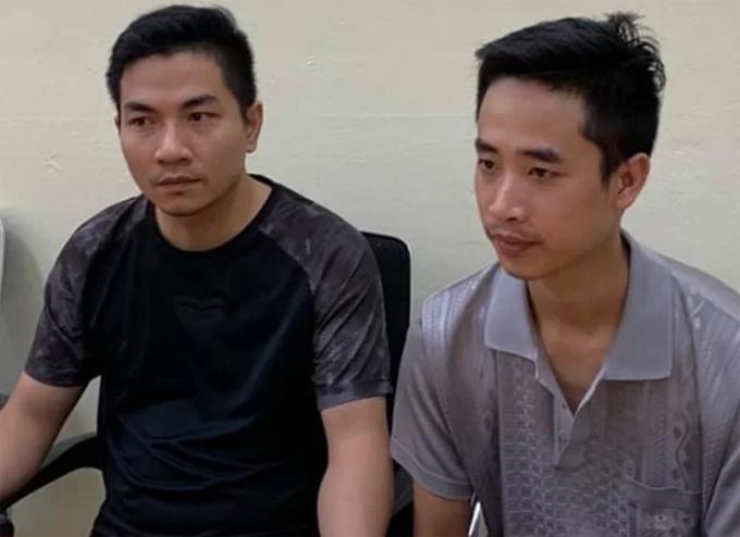 Cường (trái) cùng Thuận tại cơ quan điều tra. Ảnh: Phương Sơn.