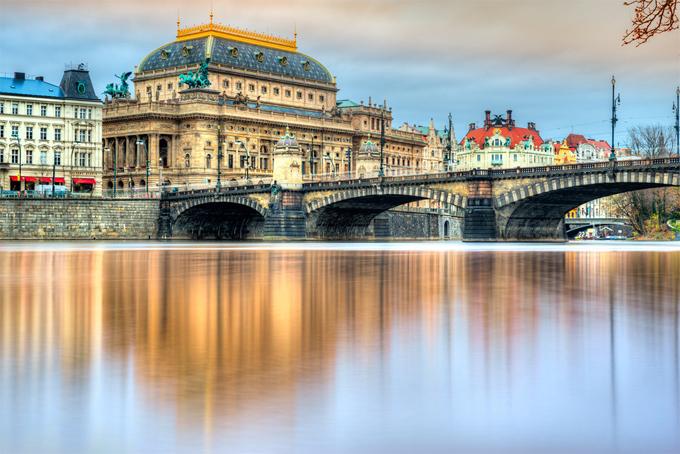 Nhà hát Quốc gia với các buổi biểu diễn opera, ballet và nhạc kịch là một nơi bảo tồn những di sản nghệ thuật của thành phố Prague.