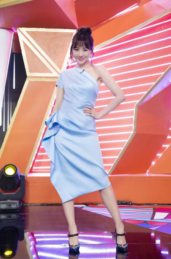 Hari Won nghiện mặc váy Đỗ LongLeada - 5