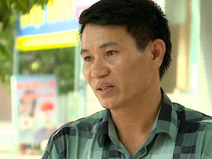 Ông Nguyễn Công Tỵ kể về việc đưa đón bé Nguyễn Tấn Lợi. Ảnh: THND.
