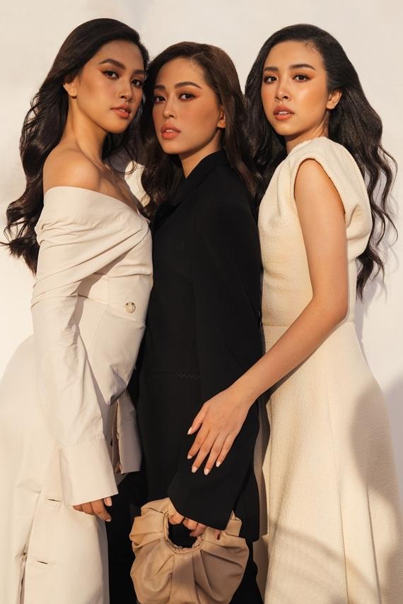 Từ trái sang: Hoa hậu Tiểu Vy - Á hậu 1 Phương Nga - Á hậu 2 Thúy An khoe nhan sắc trong trang phục của nhà thiết kế Lâm Gia Khang.