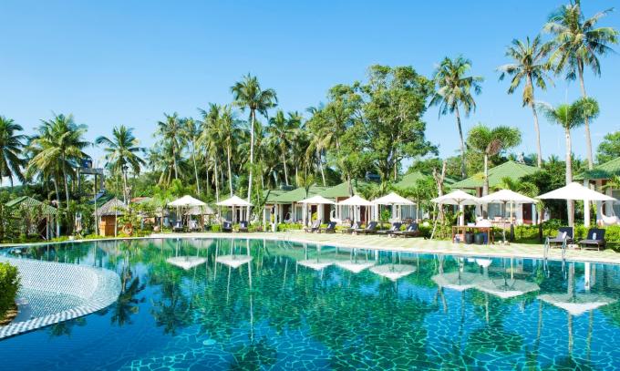 Thiết kế bungalow, villa riêng biệt: Khu nghỉ dưỡng được thiết kế với những bungalow và villa riêng biệt, mang hơi hướng gần gũi với thiên nhiên.