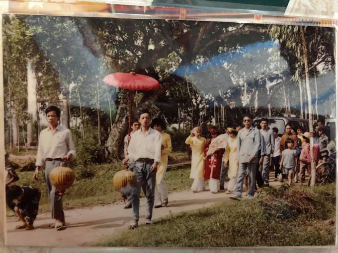 Đám cưới mùa mưa ở Huế năm 1991 - page 2