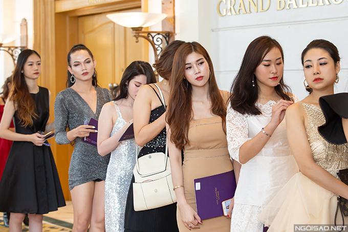 Boho Nguyễn Lâm xếp hàng ghi danh tại buổi sơ khảo sáng 16/9.