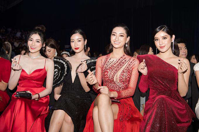 Á hậu Tú Anh, Hoa hậu Đỗ Mỹ Linh, Hoa hậu Lương Thùy Linh và Á hậu Huyền My vui vẻ bắn tim khi hội ngộ.
