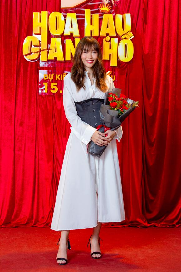Chế Nguyễn Quỳnh Châu vào vai một thí sinh tham gia cuộc thi Hoa hậu trong phim, là bạn thân của nhân vật do Cao Thiên Trang đóng.