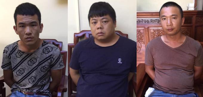 Yang Chang Cai (ngồi giữa) cùng đồng phạm.