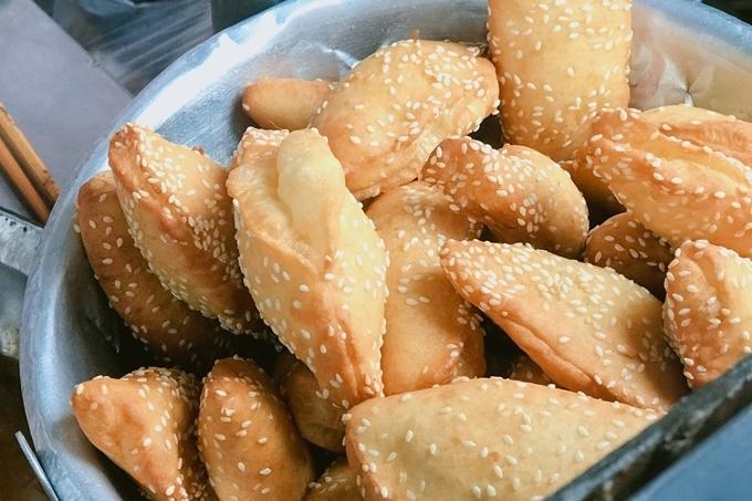 Bánh tiêu sầu riêng hút khách trong khu phố Tàu - 1