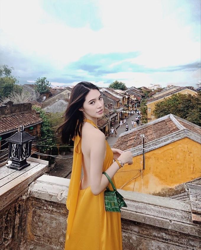 Jolie Nguyễn khám phá Hội An