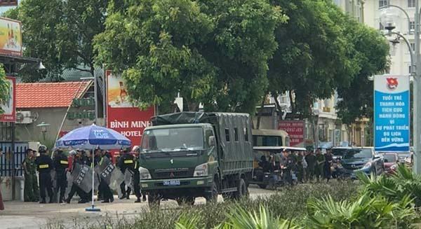 Công an tỉnh Thanh Hoá phải điều động hàng trăm người đến vãn hồi trật tự ở khu du lịch Hải Tiến hồi cuối tháng 6.