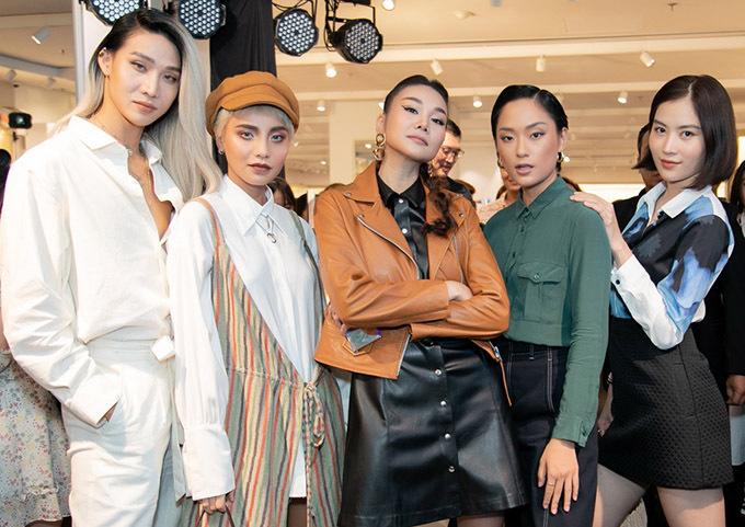 Từ trái qua: dàn chân dàiMid Nguyễn, Bùi Linh Chi, Thanh Hằng, Thu Anh và Nam Anh (chị song sinh của Nam Em) đua vẻ thanh lịch.