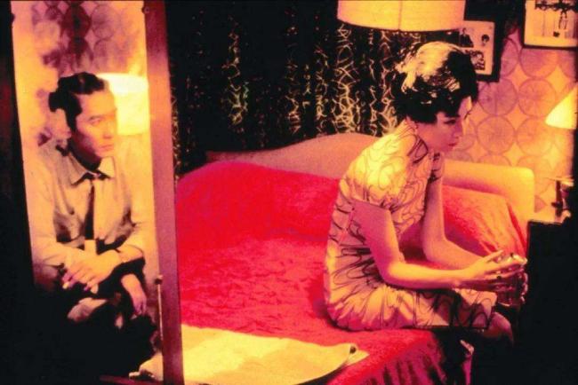 Cũng vì những thước phim quá đạt này, Mạn Ngọc từng bị đồn là người thứ ba xen vào quan hệ giữa Lương Triều Vỹ và Lưu Gia Linh, tuy nhiên cả hai người luôn phủ nhận.