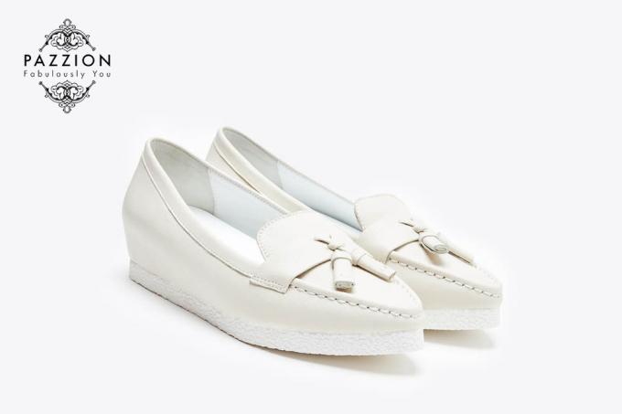 Sở hữu đôi giày được làm từ da bò mang đến sự thoải mái cho cô nàng khi hợp đi làm hoặc đi chơi cuối tuần