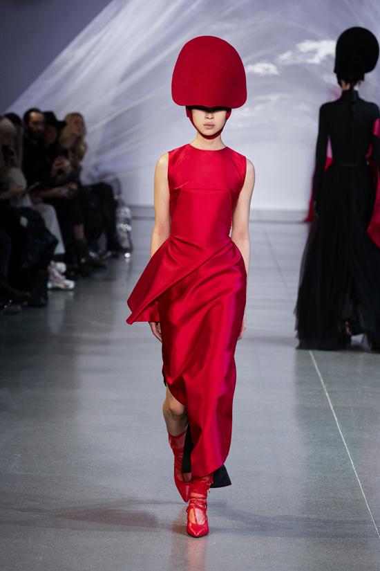 Mẫu thiết kế Tiểu Vy và Nhã Phương lựa chọn nằm trong bộ sưu tập Thu Đông 2019 từng trình diễn ở New York Fashion Week của Phương My.