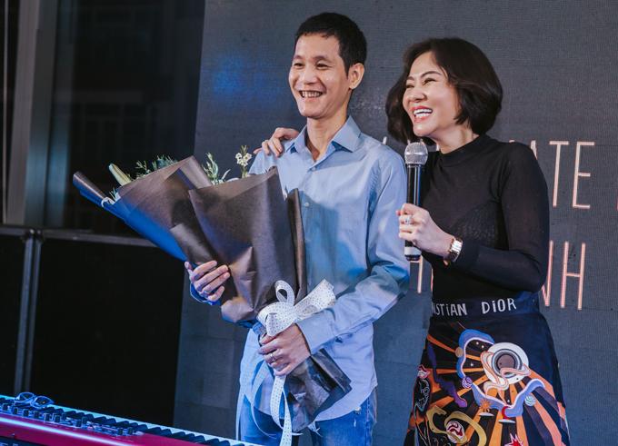 Thu Minh hội ngộ tình cũ - nhạc sĩ Hoài Sa trong đêm nhạc tại TP HCM.