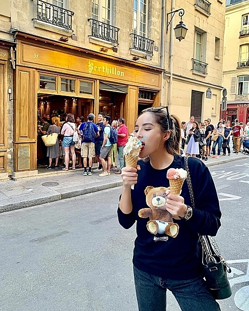 Kỳ Duyên ăn kem ở tiệm kem Song Hye Kyo - 2